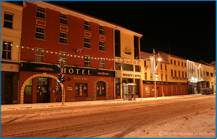 Waterford Pictures - A Snowy Dooley's Hotel